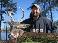 Troy-Rosenberry-with-an-unusual-racked-buck-from-mid-January-2014